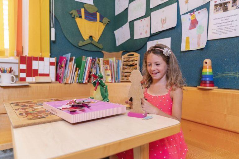 Spielecke Ordination Doktor Doktorin Peggy Lampel Zusatzangebot für Kinder